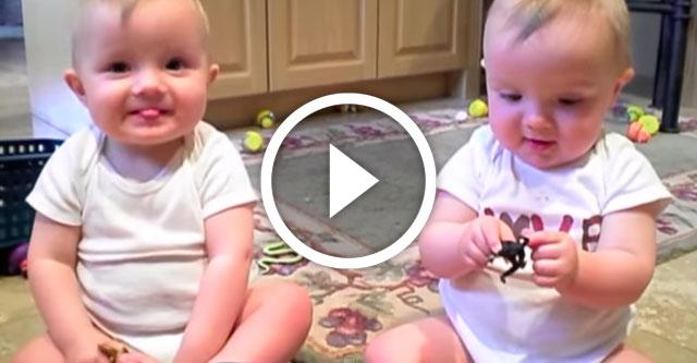 близнецы имитируют чихание