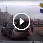 водители помогают людям