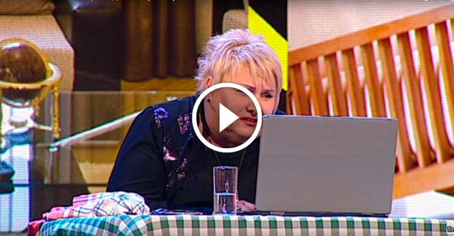 мама за компьютером
