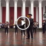 Военный оркестр сыграл на лабутенах