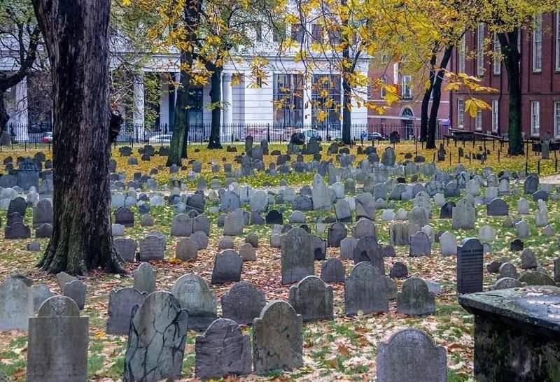 Среди могил на спитакском кладбище есть одна без креста, звезды или фотографии, только имя «Жужа». Эта история потрясла меня!