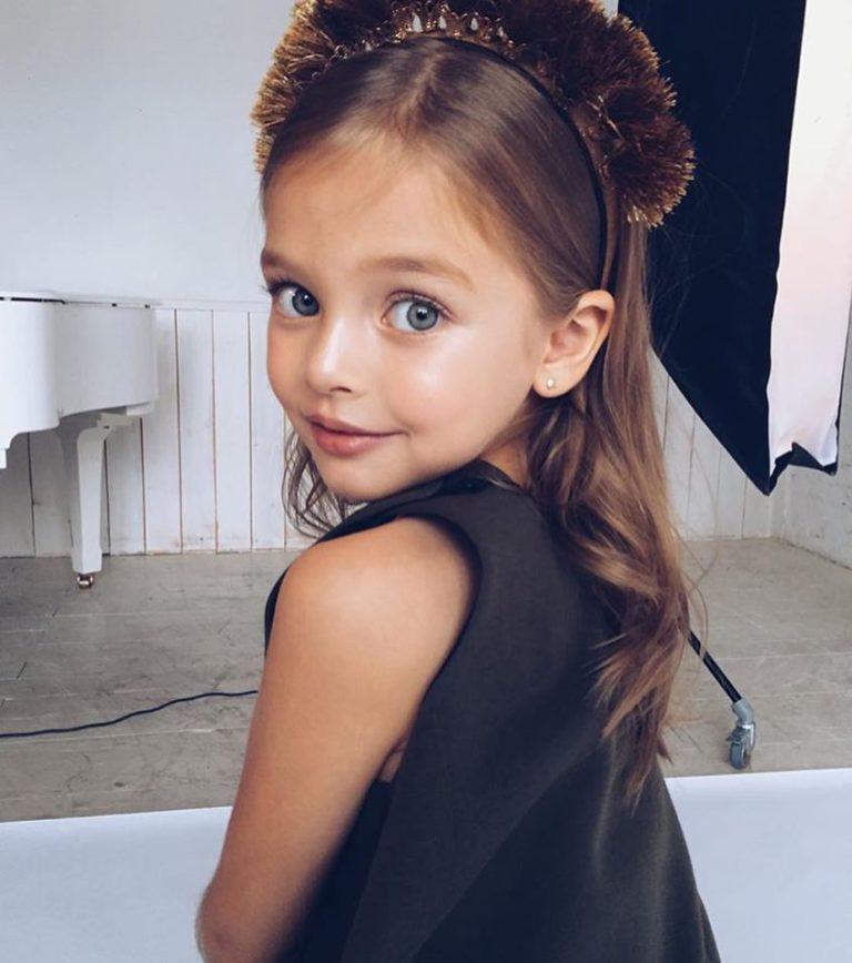 16 фотографий детей, чья красота и очарование покорили всю Сеть