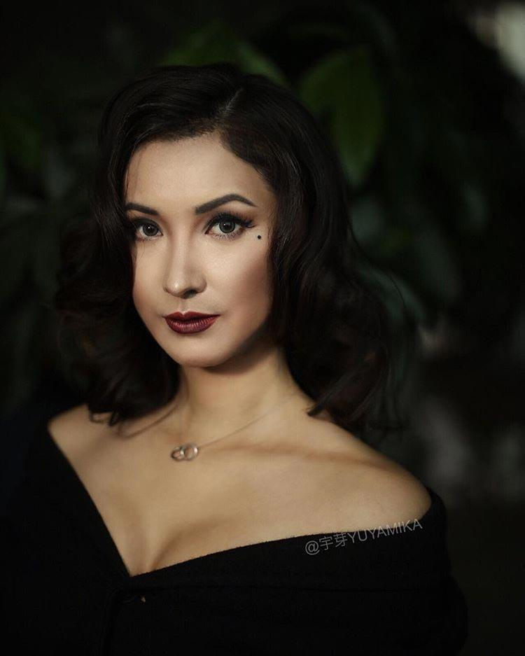 Китаянка превращается в знаменитостей при помощи макияжа, но Джонни Депп особенно хорош