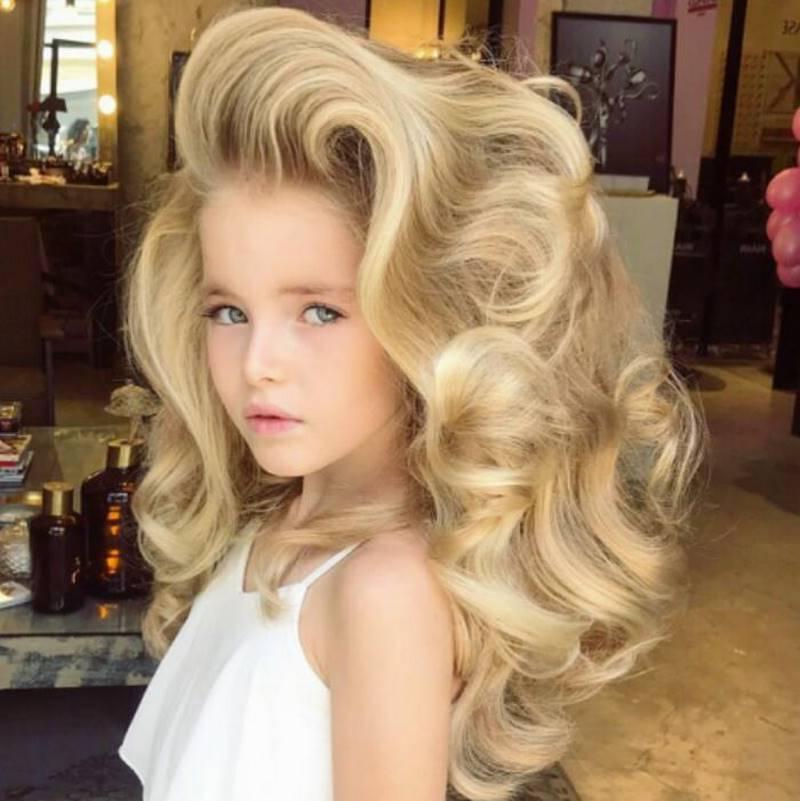 Самые красивые волосы в мире: маленькая Настя поражает своими локонами