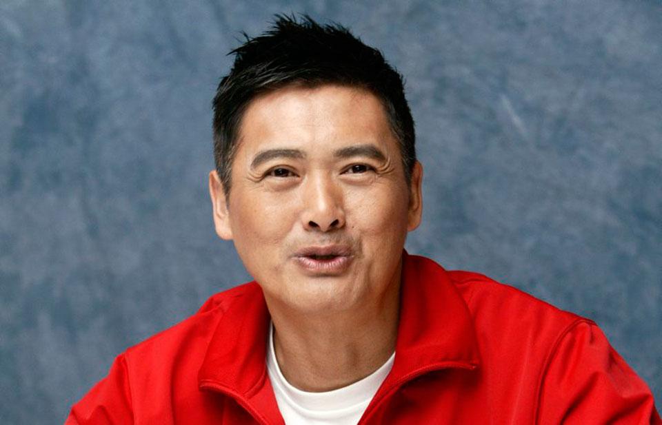 Он владеет $714 миллионами, но живет актер на $100 в месяц и счастлив