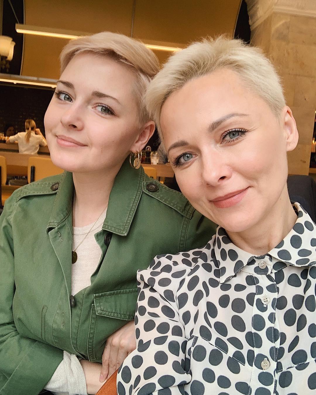 26-летняя дочь Дарьи Поверенновой выглядит точной копией звёздной мамы