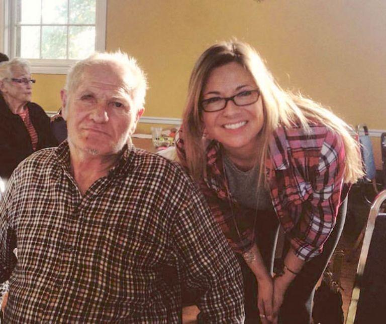 Девушка нашла заброшенный дом в лесу. После встречи с его старым хозяином она изменила жизнь пенсионера