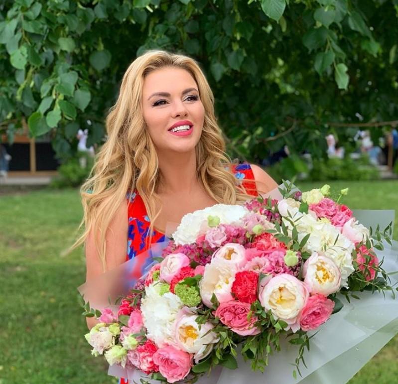 Анну Семенович перестали узнавать фанаты: пластика или фотошоп?