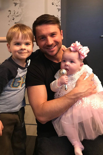 Лазарев с дочерью и сыном