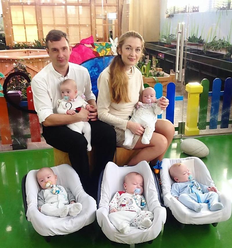 Женщина решилась родить пятерняшек и осталась одна