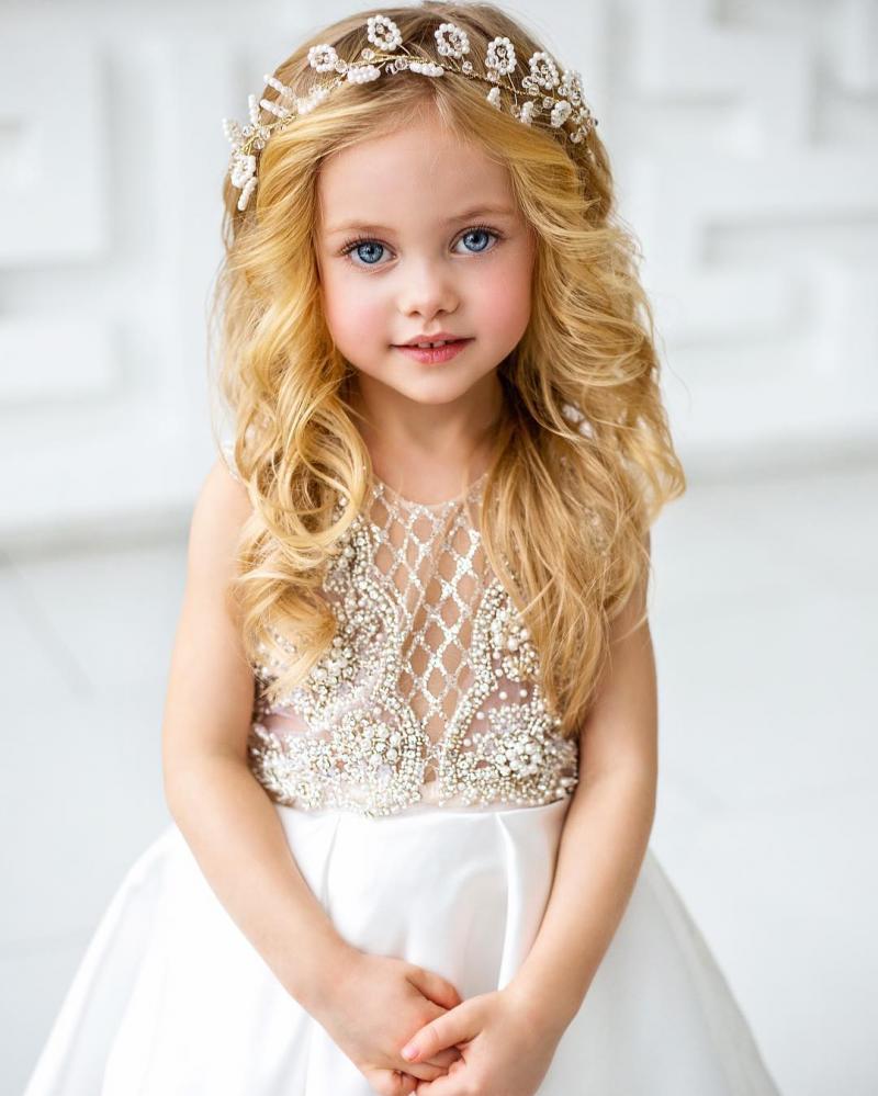 Дети этой мамочки прирожденные модели. Потрясающая внешность!