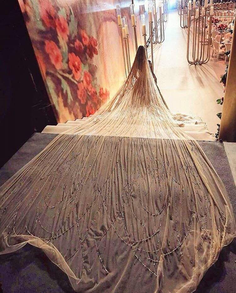 Невеста из Ливана целый год шила себе платье. Получилось потрясающе!