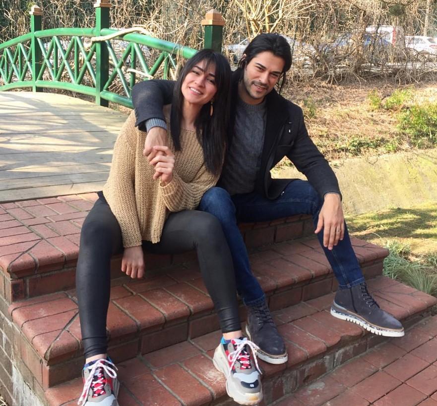 Бурак Озчивит опубликовал редкое фото с женой