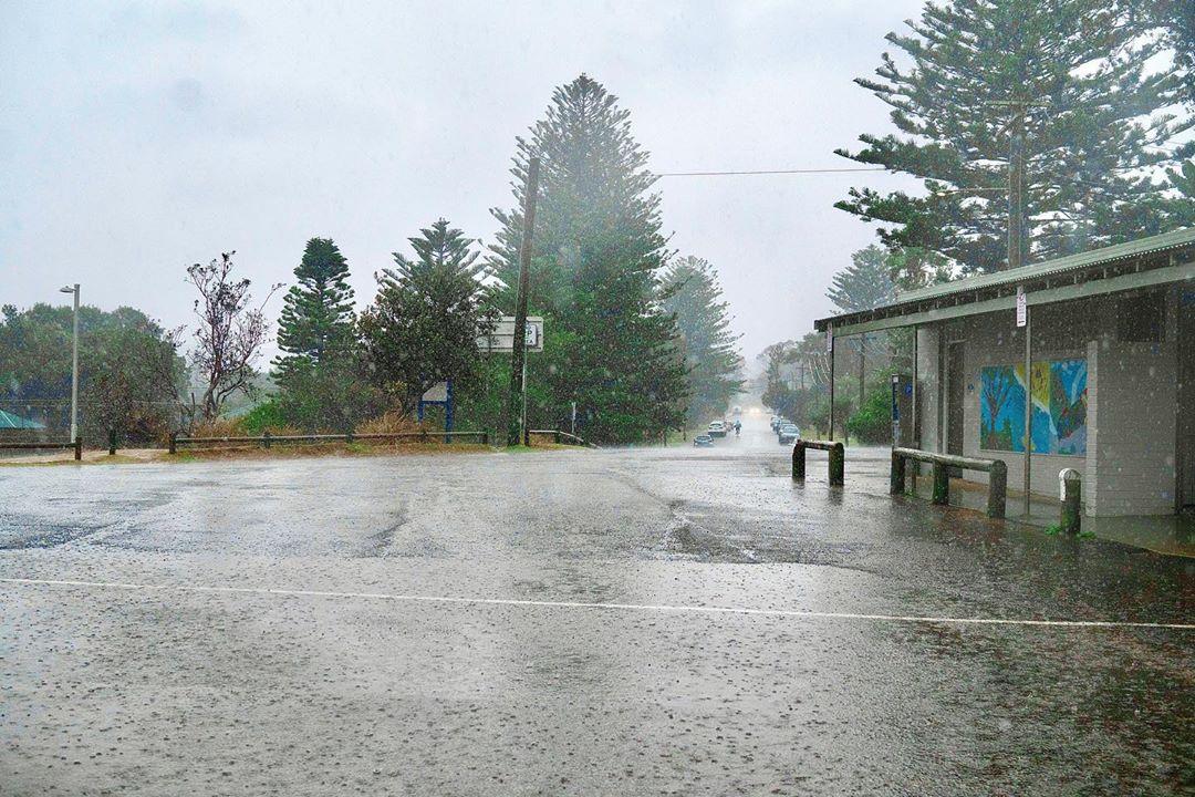 Настоящее чудо: в Австралии пошли дожди и часть пожаров потушена