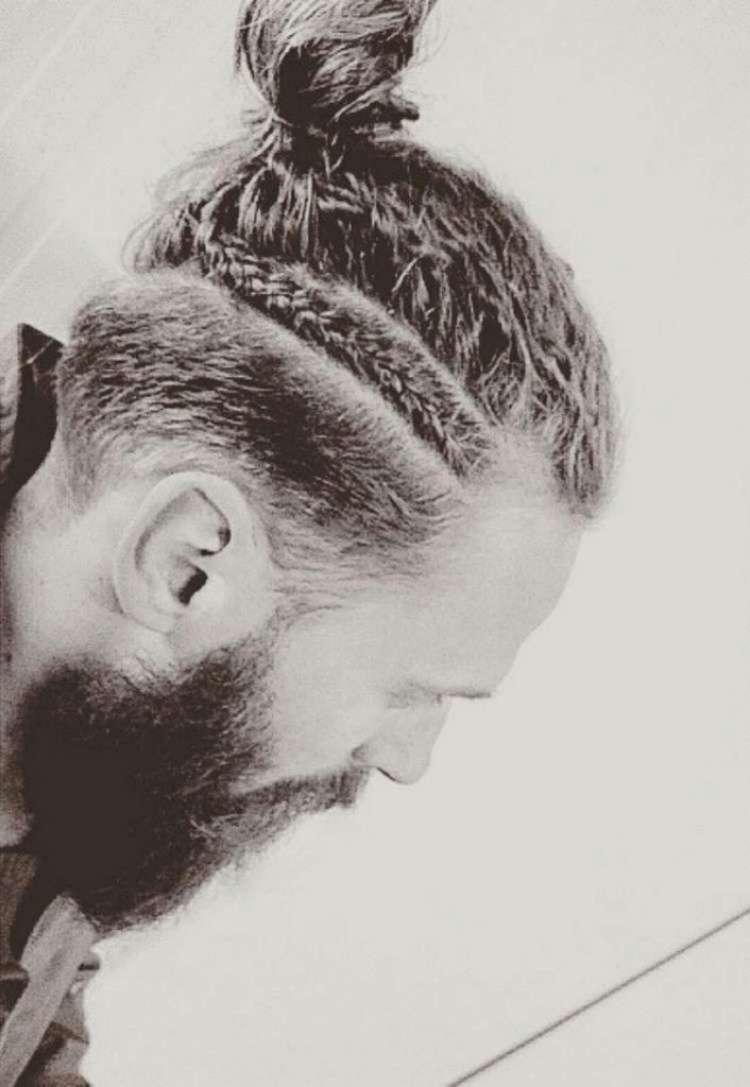 Новая мода на мужские косы удивила Сеть