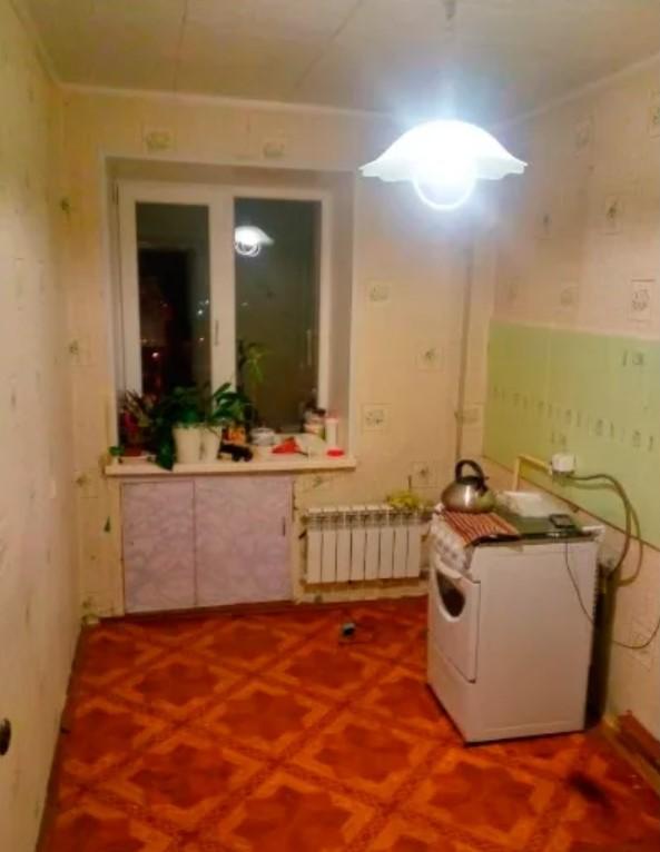 Мужчина своими руками перестроил кухню в старой хрущевке