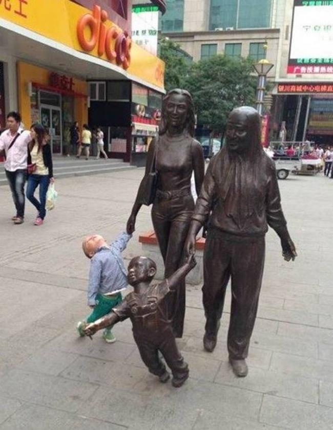 Кто лучше смотрится на фото?Дети или взрослые?