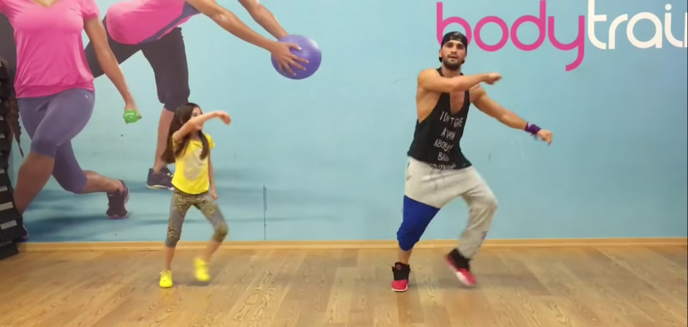 Совместный танец отца с дочерью покоряет пользователей Сети