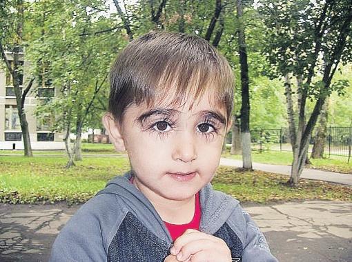 У этого мальчика самые длинные ресницы в России