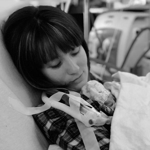 Мама все время фотографировала свою недоношенную малышку. А теперь посмотрите на эту удивительную трансформацию