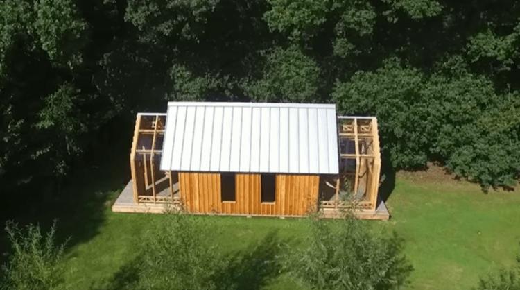 Сын построил маме домик для отдыха и не простой, а с небольшим секретиком