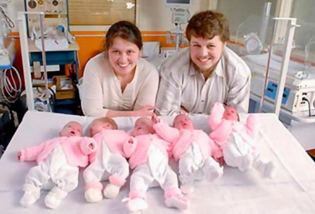 В 2007 году в семье Артамкиных родилась пятерня. Девочкам уже по 12 лет, как семья живет сегодня?