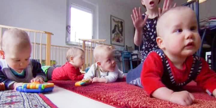 Женщина в 65 лет родила четверняшек. Как сложилась их жизнь спустя 3 года?