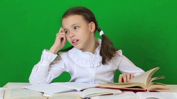 Школьница решила задачу по математике, но ее ответ не зачла учительница. Что не так?