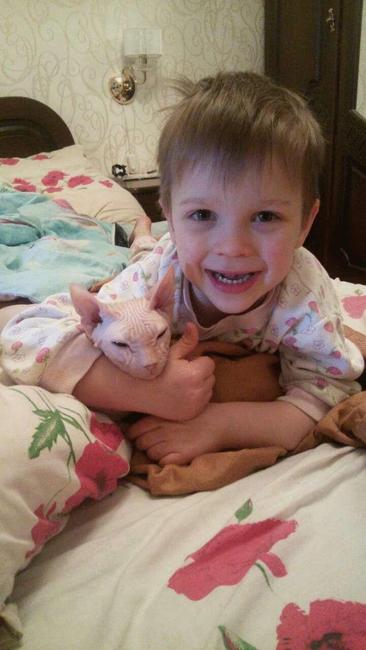 6-Летний мальчик ,с большим сердцем, вместе со своим папой спасли более сотни брошенных животных