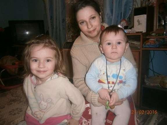 Как выглядят дети Буковинской «Дюймовочки», которая и сама похожа на пятиклассницу