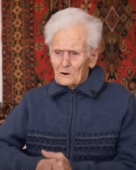 Мужчина приютил 100-летнюю бездомную женщину-ветерана, которую обманом лишили жилья