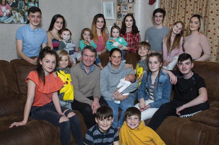 Как живет семья, у которых 22 родных ребенка