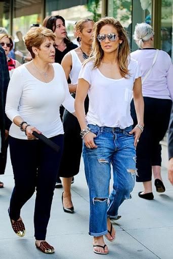 Дженнифер Лопес показала свою маму — очень красивая женщина!