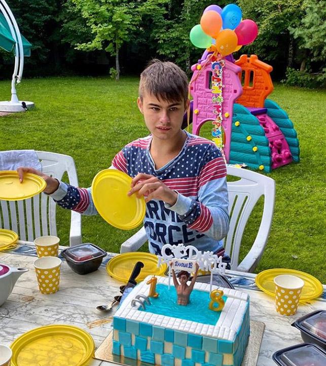 Каким вырос «особенный» сын Максима Щеголева. Парню уже 18 лет