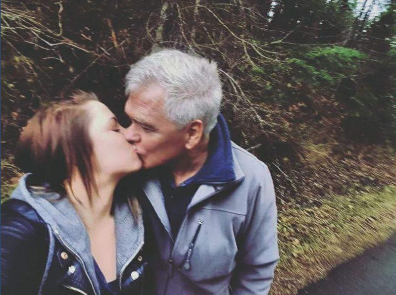 Любви все возрасты покорны: 4 года назад 23-летняя девушка вышла замуж за 70-летнего мужчину, они уже воспитывают сына