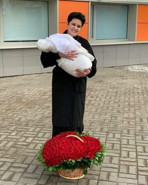 52-летняя участница «Битвы экстрасенсов» Елена Голунова в четвертый раз стала мамой