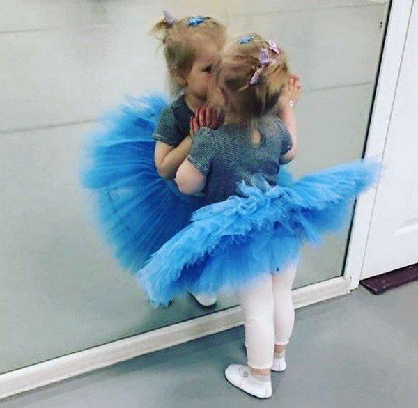 Ольга Литвинова и Константин Хабенский впервые показали своих маленьких дочек