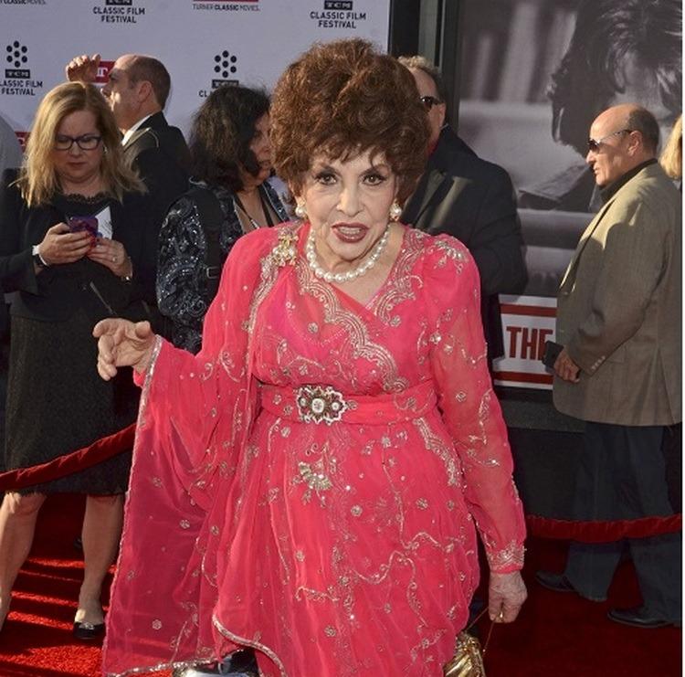 В свои 93 Джина Лоллобриджида выглядит просто шикарно!
