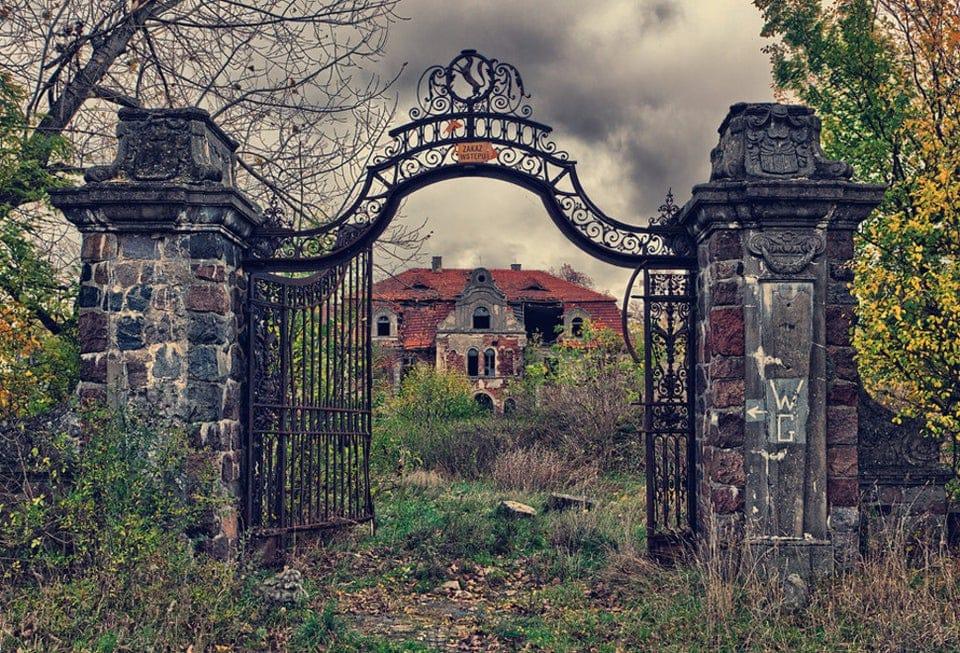 Снимки необычных и загадочных заброшенных мест, которые и завораживают, и пугают одновременно