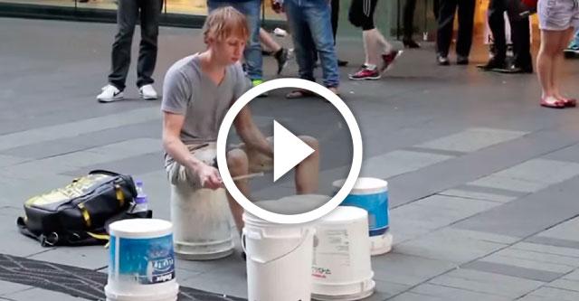 Лучший уличный барабанщик