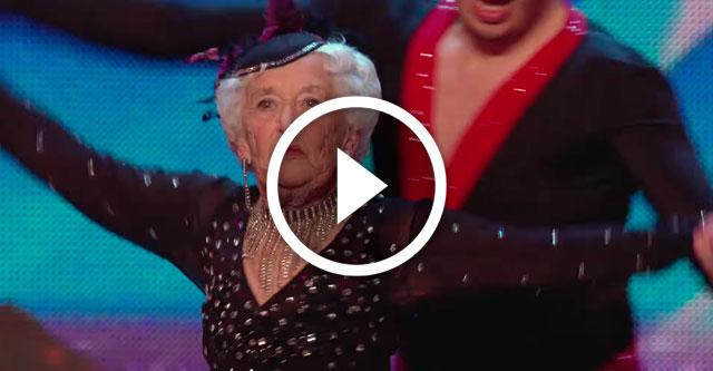Бабушка круто танцует сальсу на шоу талантов