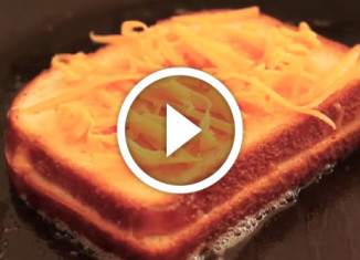 Как быстро и вкусно приготовить сырный сендвич