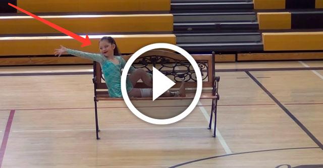 девочка без ноги танцует