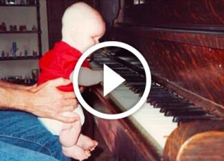 Слепой мальчик играет в оркестре