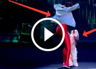 девушка танцует с собакой