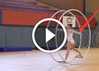 гимнастка с колесом