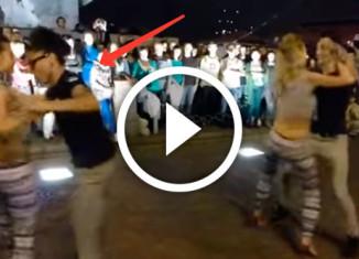 не танец, а гипноз для мужчин