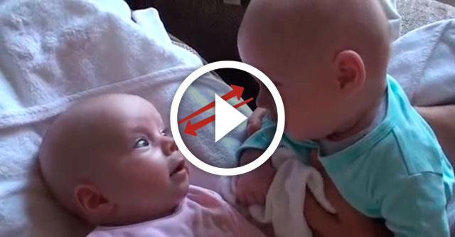 разговор двух маленьких близнецов