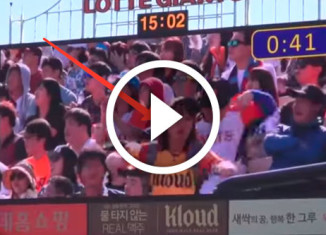 зажигательный танец корейской продавщицы