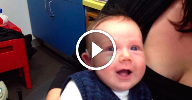глухой малыш услышал маму